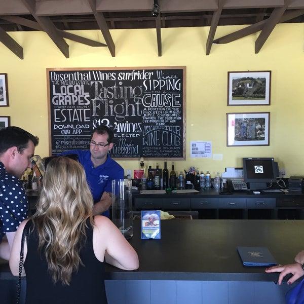 Photo prise au Rosenthal Wine Bar & Patio par Lisa R. le7/30/2016