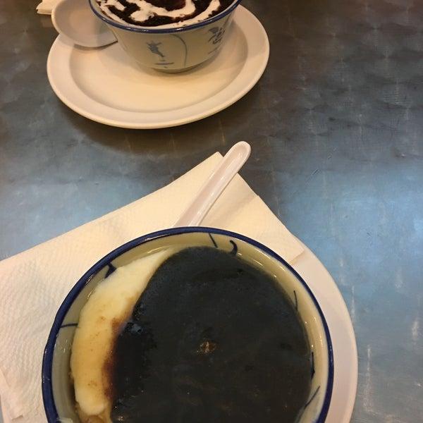 Foto tirada no(a) Dessert Republic por Emma P. em 10/12/2016