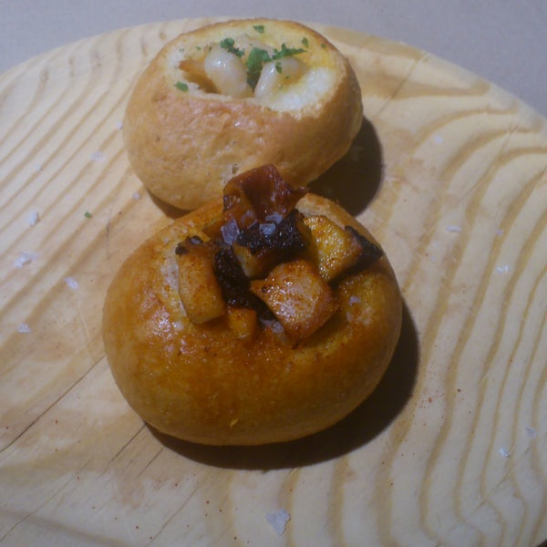 Nidos de Pan, they looks funny & they are amazigly good (mmmh a bit expensive in my opinion)... ;)