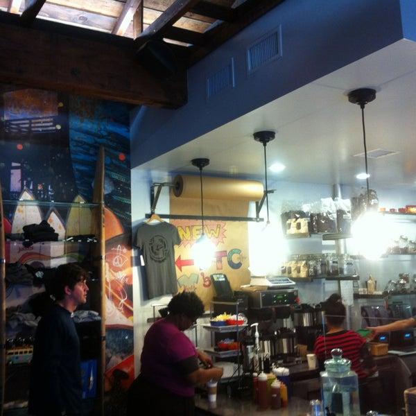 Foto tirada no(a) Dogtown Coffee por Liza M. em 3/29/2013