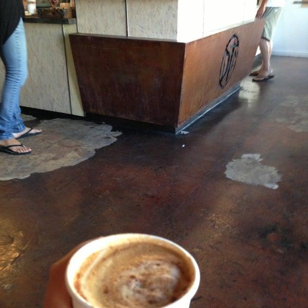 Foto tirada no(a) Dogtown Coffee por Liza M. em 5/29/2013