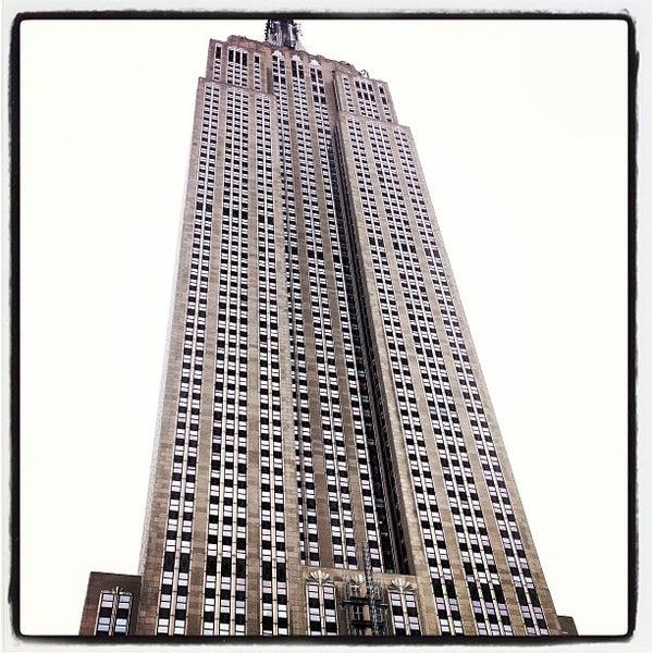 Foto diambil di VU Bar NYC oleh Jereme B. pada 3/11/2013