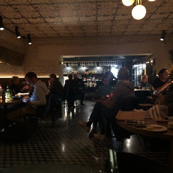 Das Foto wurde bei MINE restaurant / WINE bar von Andrew P. am 10/22/2018 aufgenommen