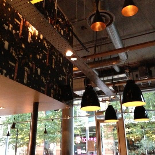 Foto tomada en The Refinery Bar por Raphael L. el 11/4/2012