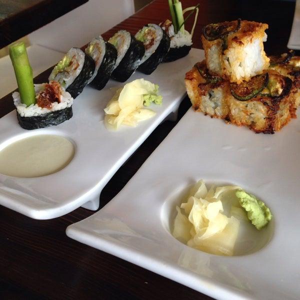 Foto tirada no(a) Obba Sushi & More por Amy H. em 3/12/2014