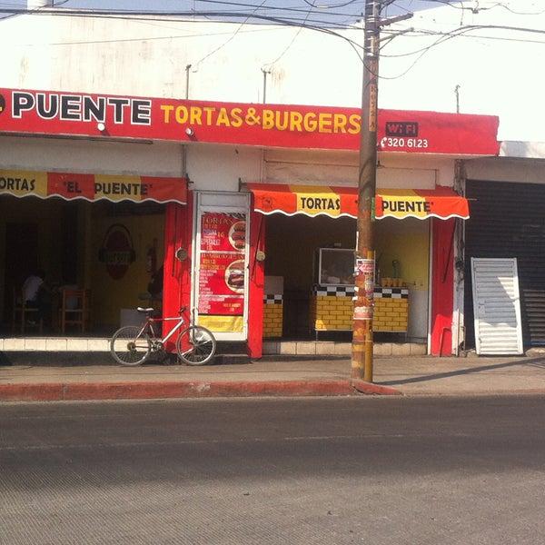 Foto tomada en Tortas & Burgers El puente por Tortas & Burgers El puente el 3/7/2016