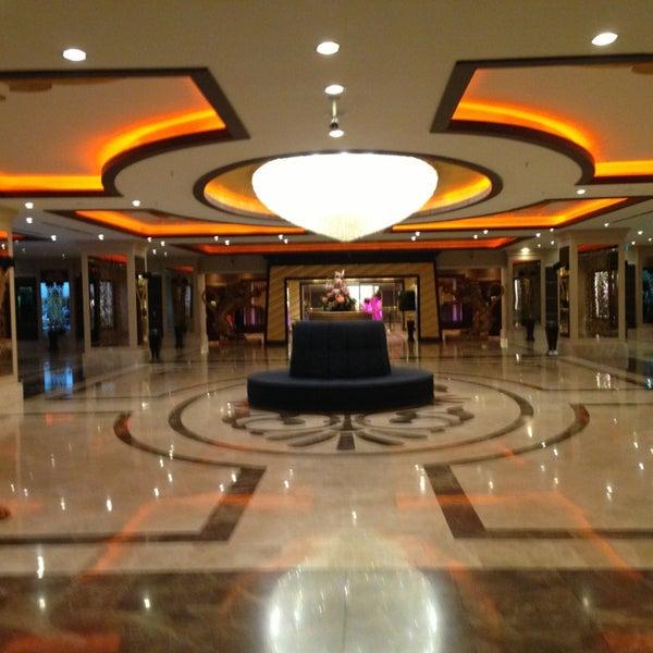 รูปภาพถ่ายที่ Cratos Premium Hotel & Casino โดย Can C. เมื่อ 3/18/2013