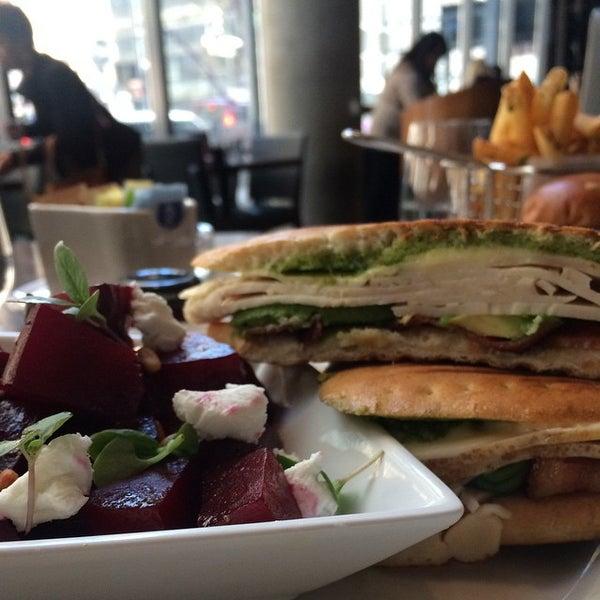 Das Foto wurde bei Freestyle Food + Drink von @nicoleyeary am 3/14/2015 aufgenommen