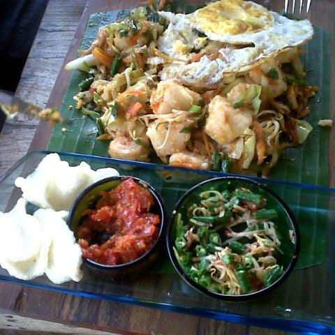 10/13/2012 tarihinde dwi ambari n.ziyaretçi tarafından Seniman Coffee Studio'de çekilen fotoğraf