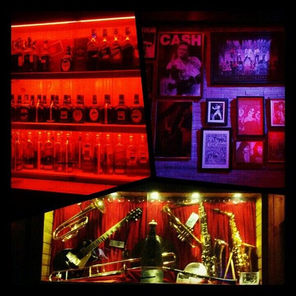 10/25/2012 tarihinde Priscilla C.ziyaretçi tarafından Bolshoi Pub'de çekilen fotoğraf