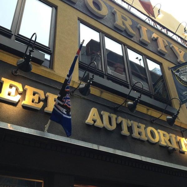 Foto diambil di Beer Authority NYC oleh Shari A. pada 4/11/2013