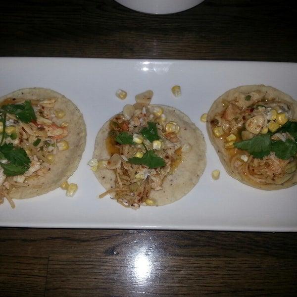 7/23/2014 tarihinde Sara B.ziyaretçi tarafından Takito Kitchen'de çekilen fotoğraf