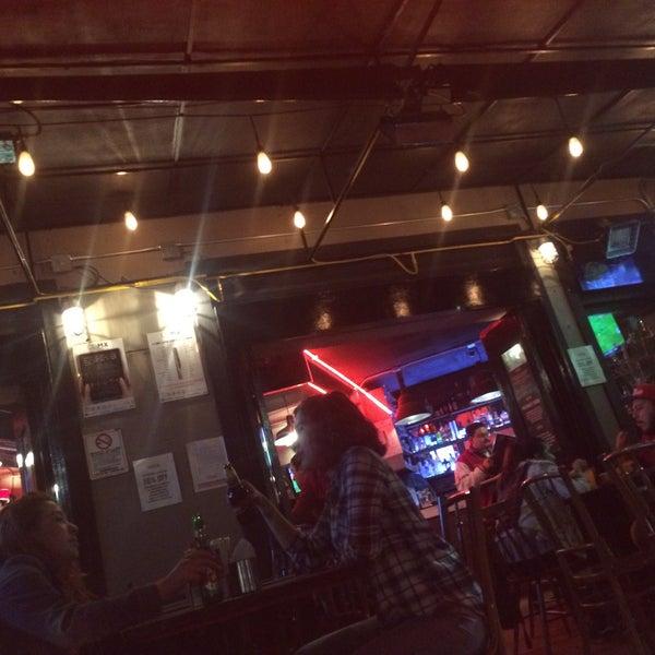Foto diambil di Tennessee Ribs & Burgers oleh El Vic R. pada 3/8/2017