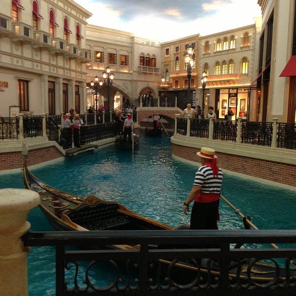 Foto tirada no(a) Venetian Resort & Casino por Sara F. em 4/28/2013
