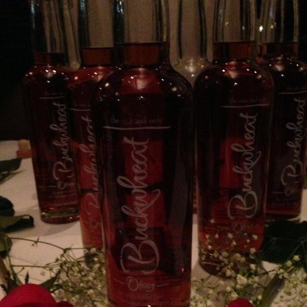 Foto tirada no(a) Astor Wines & Spirits por Dorina Y. em 2/15/2013