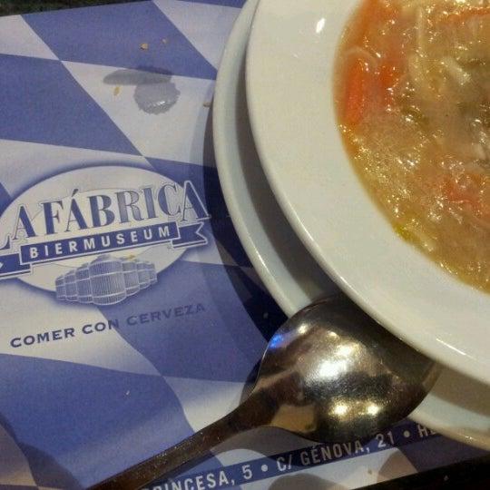 รูปภาพถ่ายที่ La Fabrica Museo de La Cerveza โดย Jayguer V. เมื่อ 11/16/2012