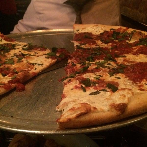 Foto scattata a The Pizza Pub da 💎T il 11/24/2014