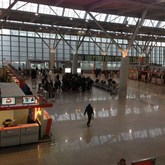 12/13/2012에 Mont S.님이 바르샤바 쇼팽 공항 (WAW)에서 찍은 사진