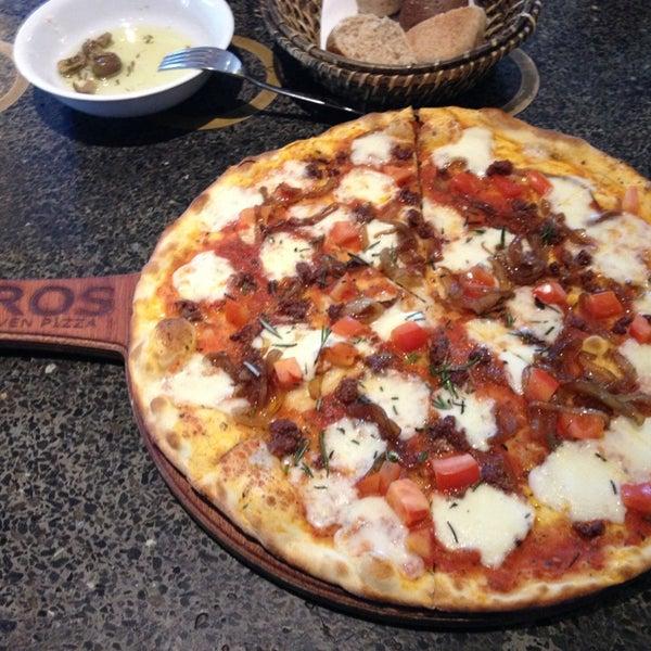 12/25/2012 tarihinde Aytek D.ziyaretçi tarafından Faros Restaurant'de çekilen fotoğraf
