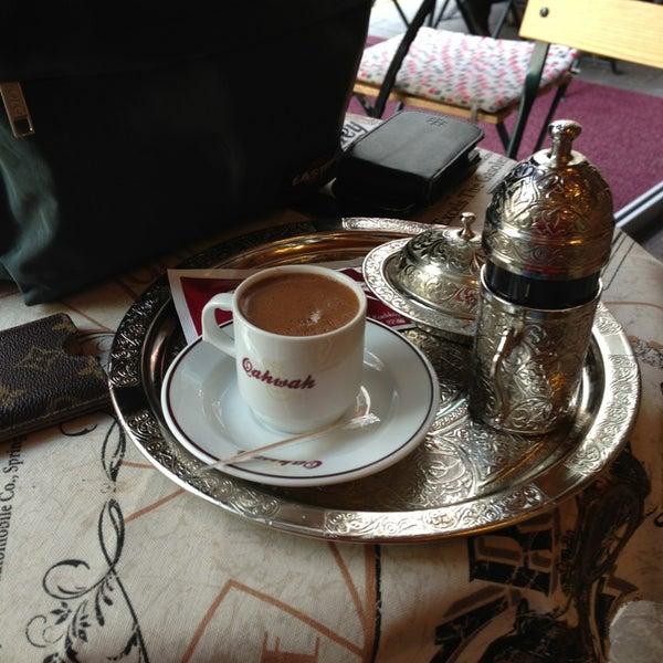 Foto diambil di Qahwah oleh Sertac G. pada 1/20/2013