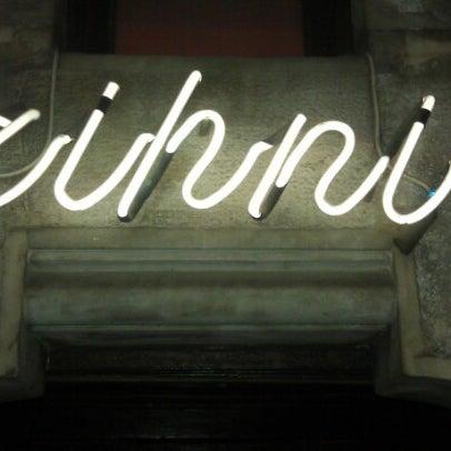 รูปภาพถ่ายที่ Zihni Bar โดย Yunus K. เมื่อ 12/1/2012