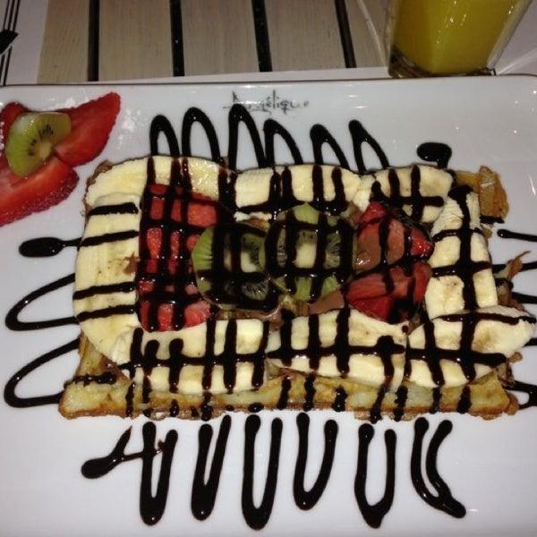 Foto tomada en Del Moon Coffee & Food & Hookah por 'Ali H. el 2/11/2013