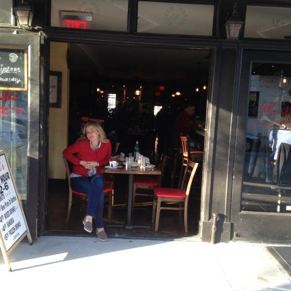 Foto diambil di Monte's Restaurant oleh Melissa W. pada 4/12/2014