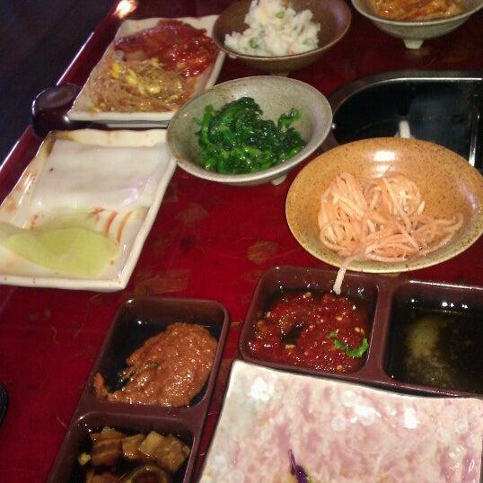 Foto scattata a Hae Jang Chon Korean BBQ Restaurant da Joey R. il 10/27/2012