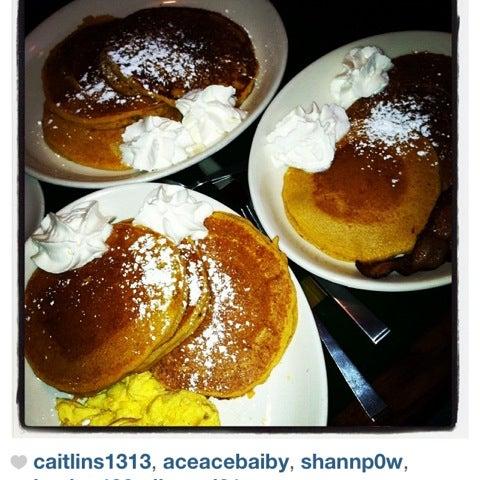 Foto tomada en Martin's Tavern por Olivia D. el 10/14/2012