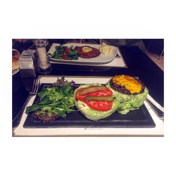 Diyet yapan biri olarak fit burgerini yedim ve cok memnun kaldim. Mekan ve atmosfer de cok keyifliydi.