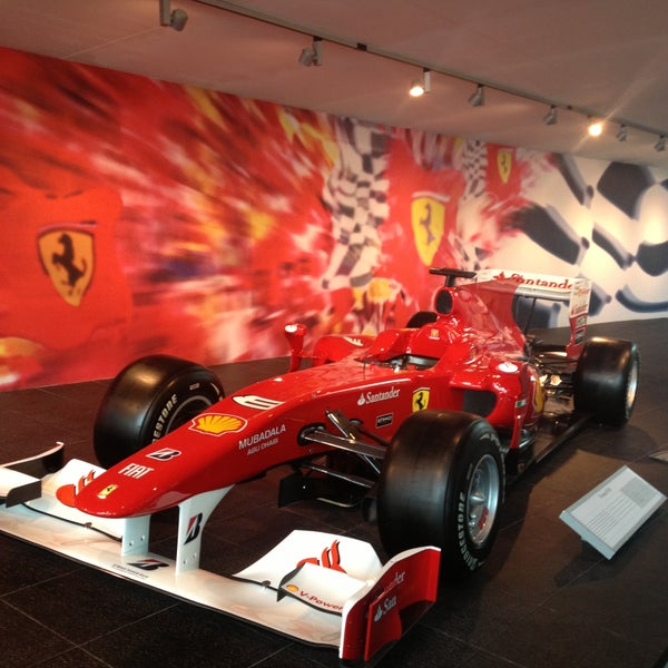 Photo prise au Ferrari World Abu Dhabi par Sakina B. le6/7/2013