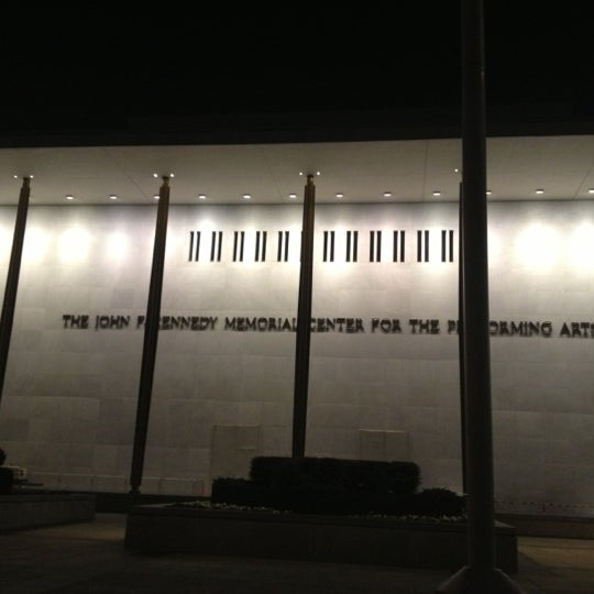 Снимок сделан в The John F. Kennedy Center for the Performing Arts пользователем Michelle K. 12/15/2012