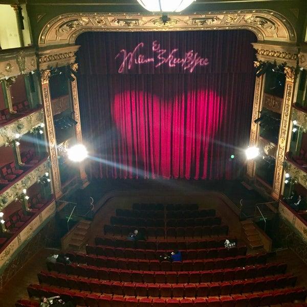Das Foto wurde bei Teatro Colón von Dayro R. am 7/29/2017 aufgenommen