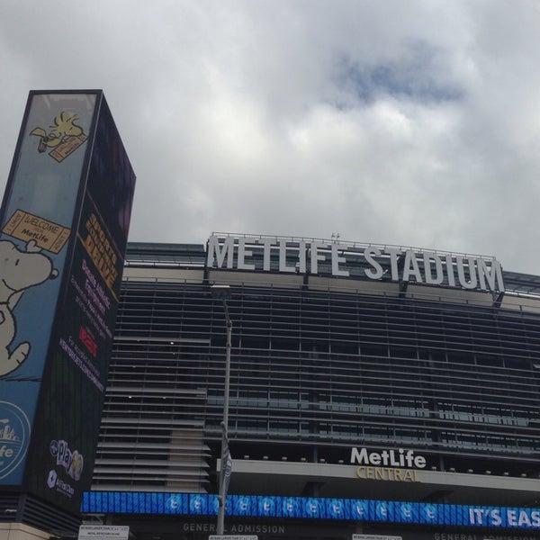 รูปภาพถ่ายที่ MetLife Stadium โดย Rob H. เมื่อ 10/13/2013