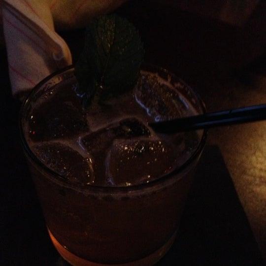 10/6/2012 tarihinde Candi R.ziyaretçi tarafından West Side Lounge'de çekilen fotoğraf