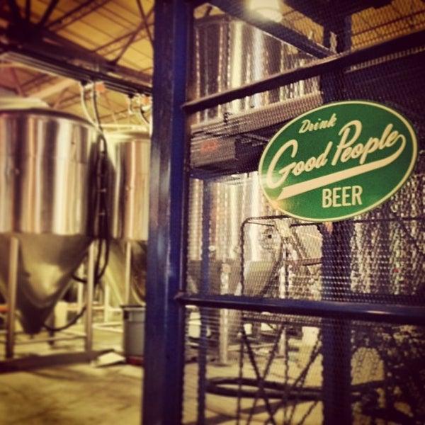 Foto diambil di Good People Brewing Company oleh Walkerscoop pada 6/1/2013