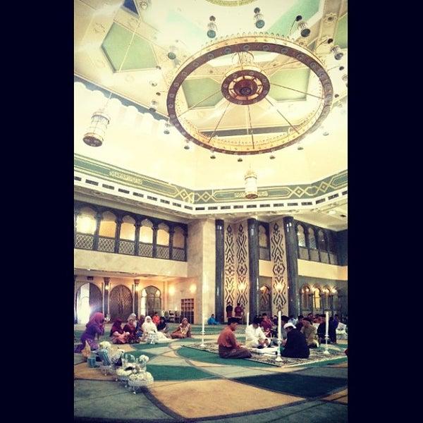 3/1/2013 tarihinde Dianna T.ziyaretçi tarafından Masjid Al-Ameerah Al-Hajjah Maryam, Kg Jerudong'de çekilen fotoğraf