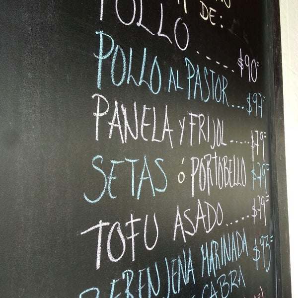 Foto scattata a La Cadencia Lonchería da Tx D. il 6/13/2013