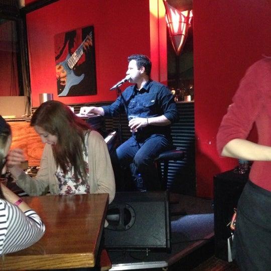 Das Foto wurde bei Red Sky Tapas & Bar von Angela H. am 12/23/2012 aufgenommen