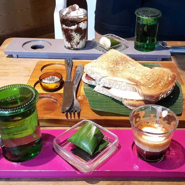 Foto scattata a Seniman Coffee Studio da magdalena m. il 7/19/2015