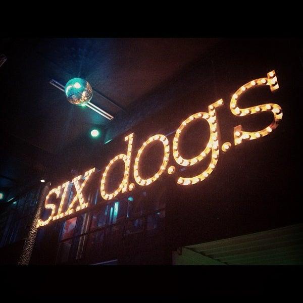 10/5/2012 tarihinde Alexia K.ziyaretçi tarafından six d.o.g.s'de çekilen fotoğraf