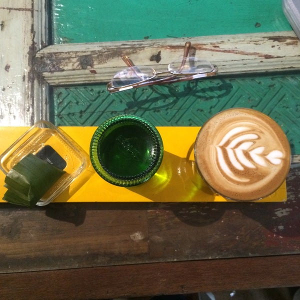 Foto scattata a Seniman Coffee Studio da Vanda V. il 9/25/2015