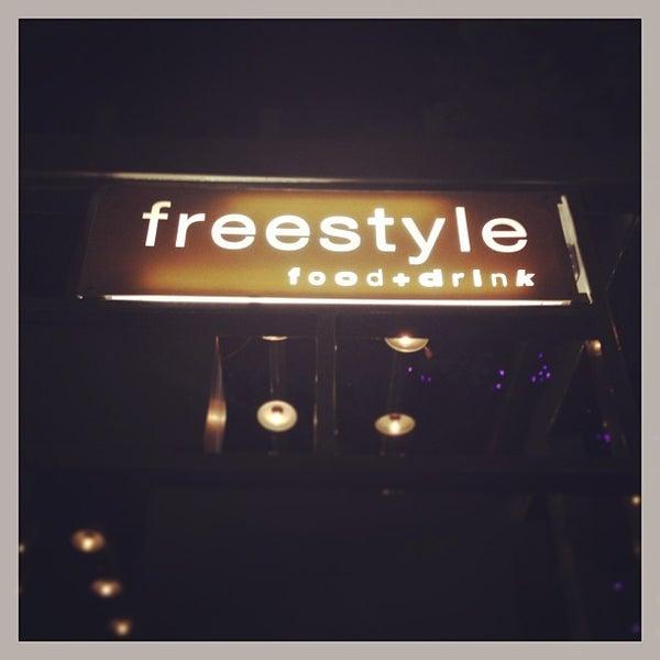 Das Foto wurde bei Freestyle Food + Drink von Jai M. am 7/17/2013 aufgenommen