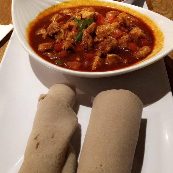Foto tomada en Desta Ethiopian Kitchen por Neha S. el 5/5/2016