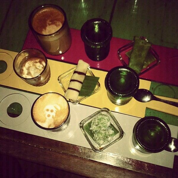 11/25/2012 tarihinde Indri K.ziyaretçi tarafından Seniman Coffee Studio'de çekilen fotoğraf