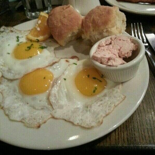 11/18/2012 tarihinde Hagay J.ziyaretçi tarafından Good Enough to Eat'de çekilen fotoğraf