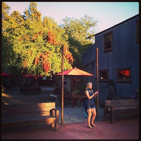 Foto scattata a Los Olivos Wine Merchant Cafe da Jon F. il 10/20/2013