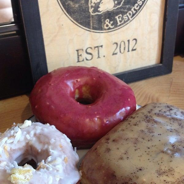 Foto scattata a Boxer Donut & Espresso Bar da Traci S. il 5/13/2013