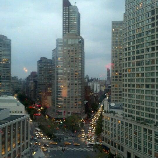 Foto tirada no(a) The Empire Hotel Rooftop por Bryan K. em 9/26/2012