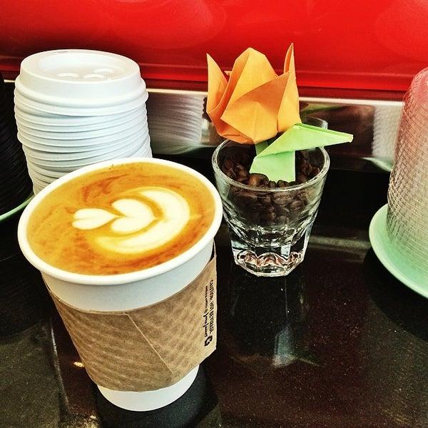 Das Foto wurde bei Double Dutch Espresso von Matt B. am 4/21/2014 aufgenommen